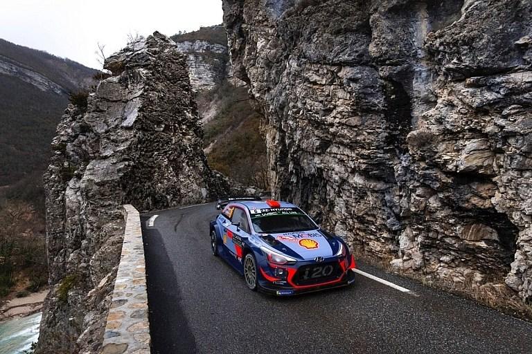 WRCMonte Carlo (モンテカルロ)SS8までの超速報。日本時間で本日未明の時点でなんとオット・タナクが2位。オジエに14.9秒差。4位にはエサペッカ・ラッピ。TOYOTAエースのヤリーマティ・ラトバラも5位。これは初戦からTOYOTAのマシンの調子の良さを表すね。