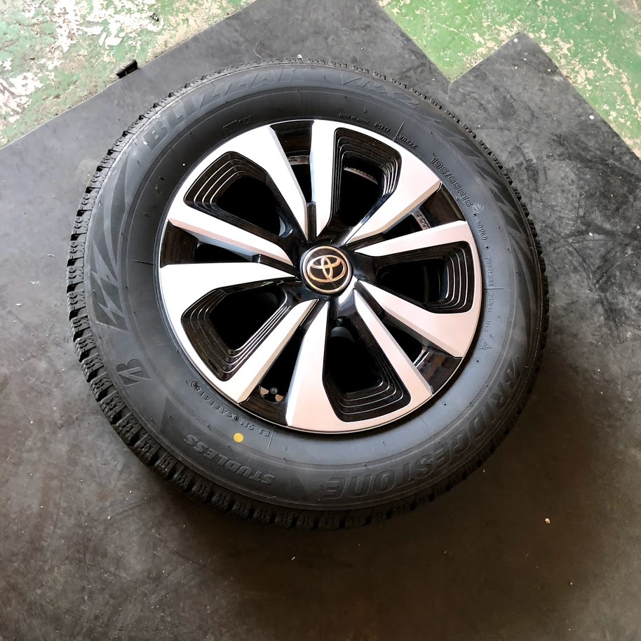 【プリウスPHVに最適なタイヤは】スタッドレスタイヤ ブリジストンブリザックVRX2
